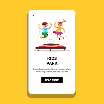Kinderpark jungen und mädchen springen om trampolin