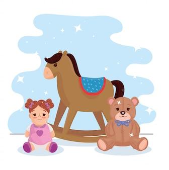 Kinderspielzeug, hölzernes schaukelpferd mit teddybär und niedlicher puppe