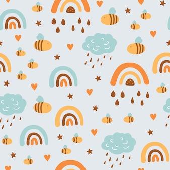 Kindliches nahtloses muster mit niedlichen wolken, regenbogen, insekten, biene im skandinavischen stil.