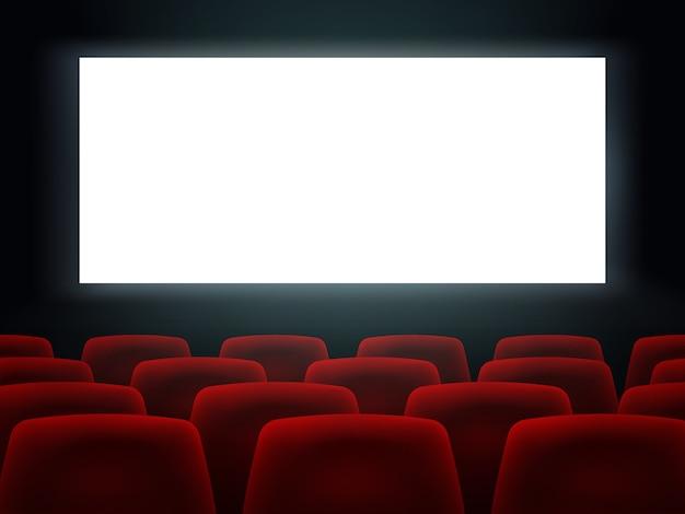 Kino hall mit weißem leerem bildschirm und sitze