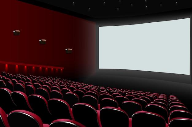 Kinoauditorium mit roten sitzen und weißem leerem bildschirm