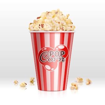 Kinolebensmittelpopcorn in der realistischen vektorillustration der wegwerfschüssel. popcornkasten, snack-food im behälter für kino