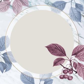 Kirschbaumkreisrahmen auf marmorwand