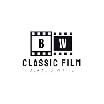 Klassische filmlogoschablone mit schwarzweiss-rollfilm. logodesign für studio, fotografie, video, filmemacher Premium Vektoren