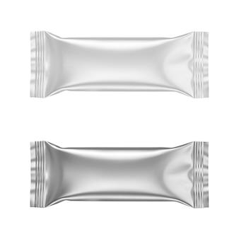 Kleben sie mattweiße und silberne folienbeutelpakete für kaffeezuckersalz und andere realistische vektoren auf