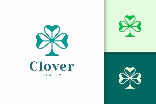 Klee-logo mit einfacher liebesform steht für glück