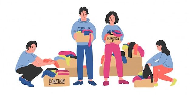 Kleiderspende. eine gruppe von freiwilligen sortiert kleidung in pappkartons. frau und mann halten spendenboxen. illustration.