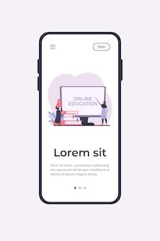 Kleine arabische frau, die über computer lernt. buch, student, internet flache vektorillustration. mobile app-vorlage für das studien- und online-bildungskonzept