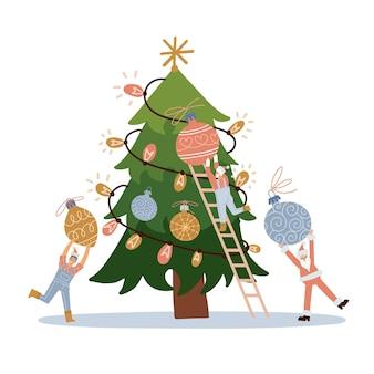 Kleine charaktere schmücken den weihnachtsbaum winzige leute schmücken den weihnachtstannenbaum, um neujahr zu feiern ...
