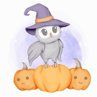 Kleine eule tragen hut feiern halloween