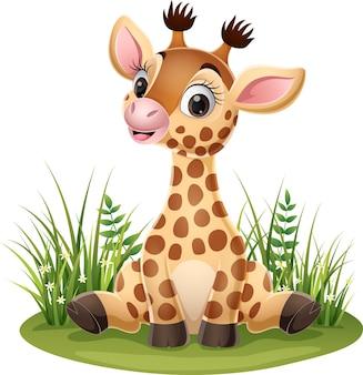 Kleine giraffe der karikatur, die im gras sitzt