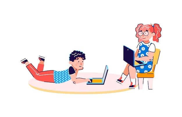 Kleine kinder zeichentrickfiguren mit laptops