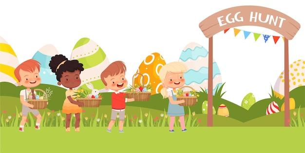 Kleine süße kinder tragen osterkörbe mit bunten eiern und ersten blumen.