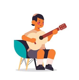 Kleiner arabischer junge, der gitarre kindheitskonzept in voller länge vektorillustration spielt
