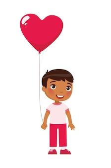 Kleiner junge, der herzförmigen ballon hält. valentinstag feier. 14. februar urlaub