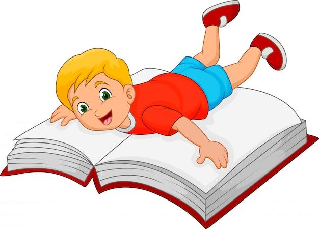 Kleiner junge der karikatur mit großem buch