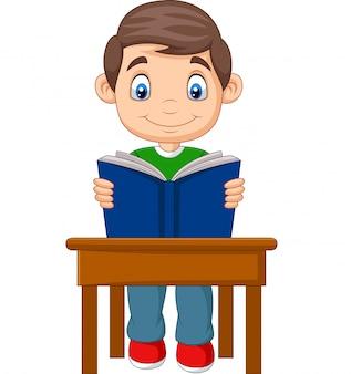 Kleiner junge der karikatur zu studieren