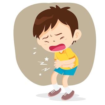 Kleiner junge drückt die hände an seinen bauch, traurig und schwitzend
