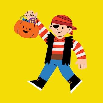 Kleiner junge im piratenkostüm mit kürbiskorb für süßes oder saures auf weißem hintergrund. glückliches halloween-konzept.