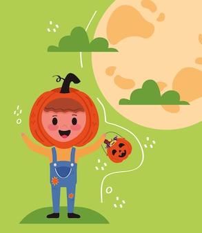Kleiner junge mit kürbis-halloween-kostüm