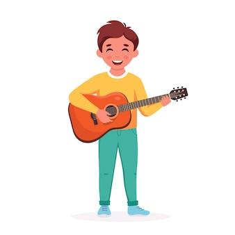 Kleiner junge spielt gitarre kind spielt musikinstrument