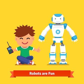 Kleiner junge spielt mit ferngesteuertem roboter