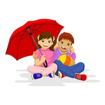Kleiner junge und kleines mädchen sitzen zusammen. mit einem roten regenschirm lächeln