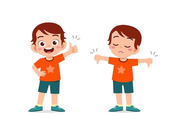 Kleiner junge zeigt handbewegung daumen hoch und daumen runter Premium Vektoren