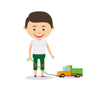 Kleiner junge zeigt sein spielzeugauto