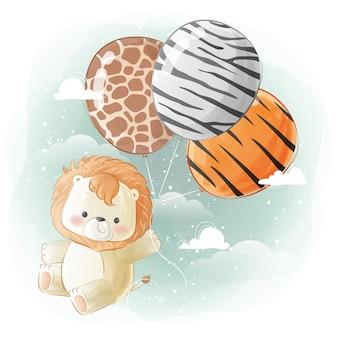 Kleiner safari-löwe, der mit luftballons mit tierdruck fliegt