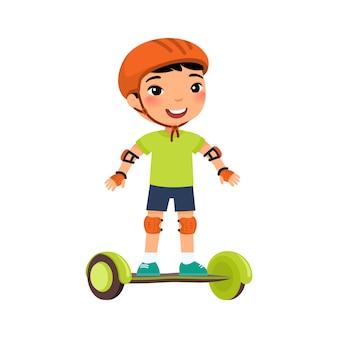Kleiner sportler mit gyroscooter