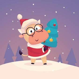 Kleiner süßer stier, der als weihnachtsmann verkleidet ist, hängt einen weihnachtsbaum