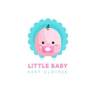 Kleines baby mit schnullerkleidungslogoschablone