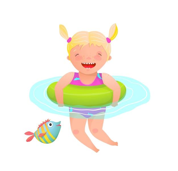 Kleines entzückendes mädchenkind, das mit aufblasbarem ring schwimmt und glücklich und fröhlich lacht.