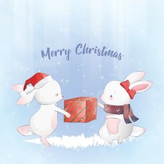 Kleines häschen, das ein weihnachtsgeschenk empfängt