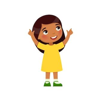 Kleines indisches mädchen schaut auf und zeigt ihre finger nach oben zeichentrickfigur mit dunkler haut
