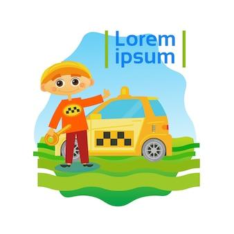 Kleines Jungen-Taxi-Fahrer-Kind, das Fahrerhaus-Auto fährt