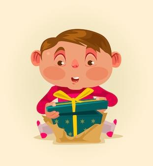 Kleines kind bekommt geschenkbox.