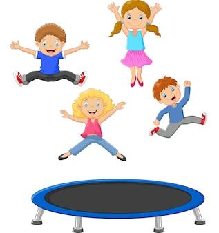 Kleines kind der karikatur, das trampoline spielt