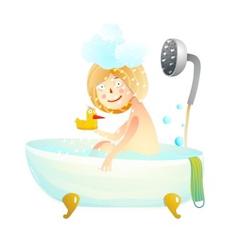 Kleines kindermädchen, das ein duschbad nimmt