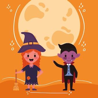 Kleines kinderpaar mit halloween-kostümcharakteren und mond