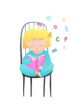 Kleines mädchen, das abc-buch liest, sitzt auf stuhl, der pyjamas trägt