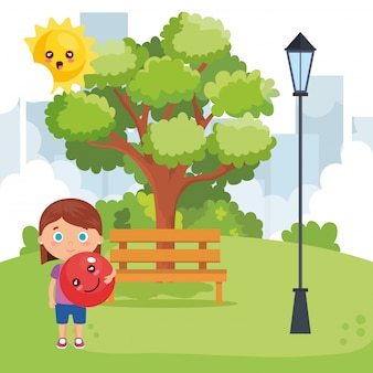 Kleines mädchen, das auf dem park spielt