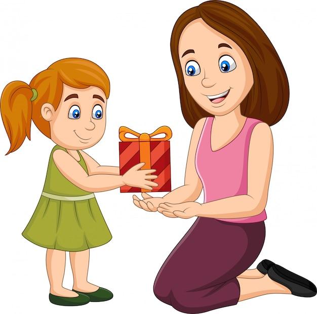 Kleines mädchen, das ihrer mutter eine geschenkbox gibt