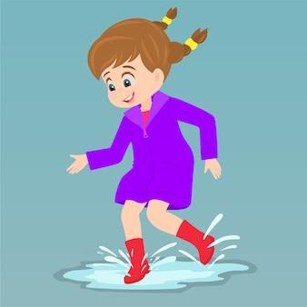 Kleines mädchen, das purpurroten regenmantel trägt