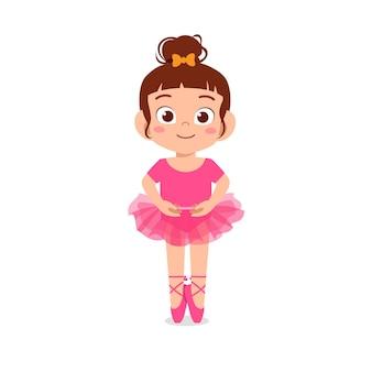 Kleines mädchen tragen schönes ballerina-kostüm und tanz