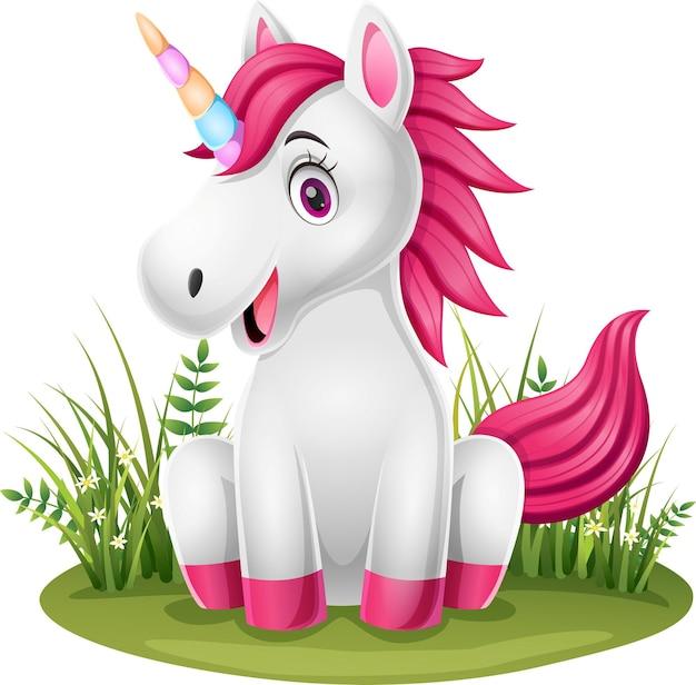 Kleines pony-einhorn der karikatur, das im gras sitzt