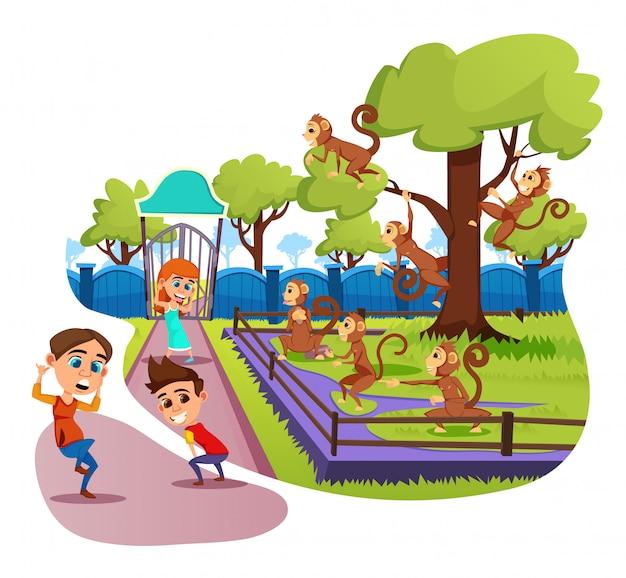 Kleinkinder, die mit lustigen affen im tierpark täuschen