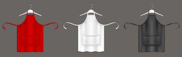 Kochschürzen, schwarze, rote und weiße kochuniform auf kleiderbügeln 3d