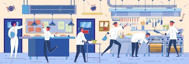 Köche, köche und assistenten arbeiten im restaurant